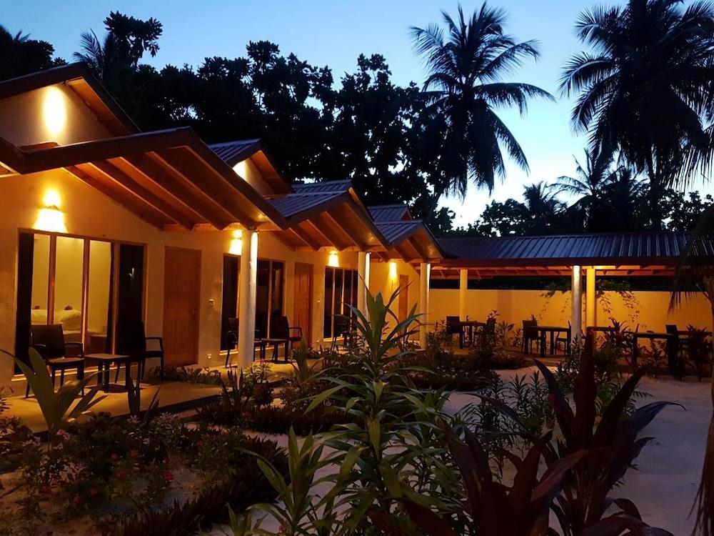 Thoddoo Beach Holiday Inn