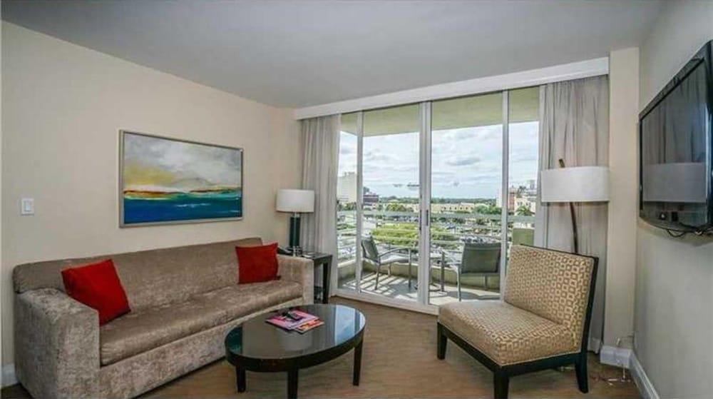 Beautiful GALLERYone Condo 1-1 5th floor