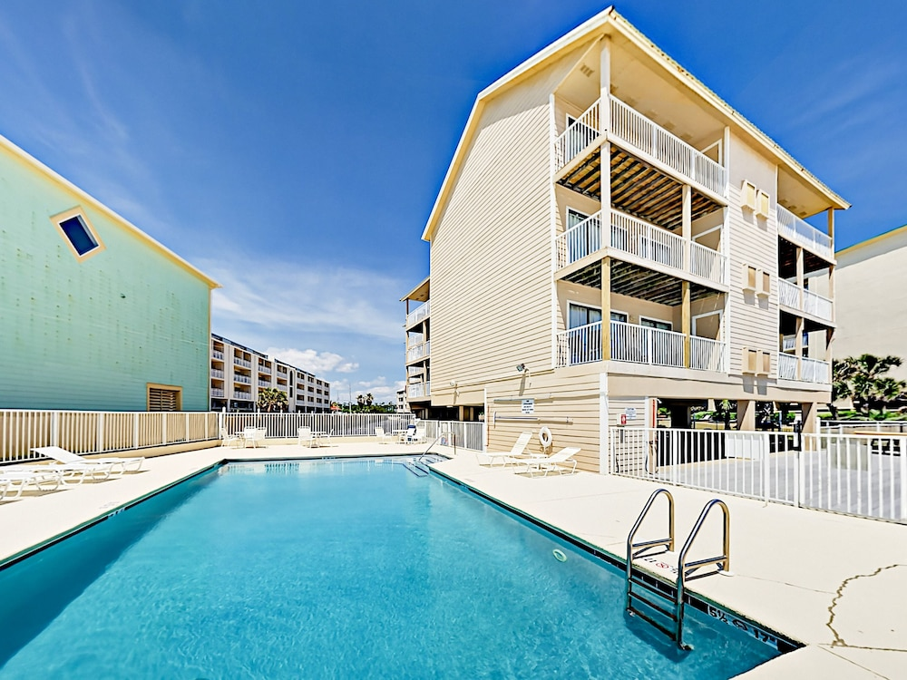 2br In Gulf-front Complex W/ Pool 2 Bedroom Condo