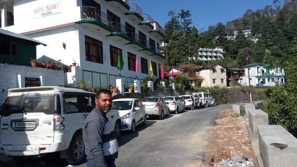 Hotel Sumit Kausani