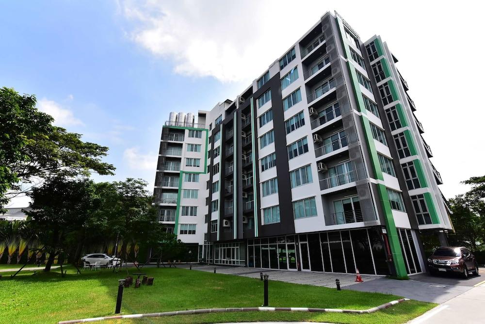 Big Tree Residence Suvarnabhumi