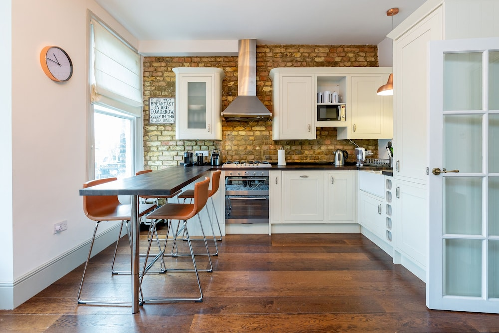 Vauxhall Park Views - 2 Bed Flat by BaseToGo