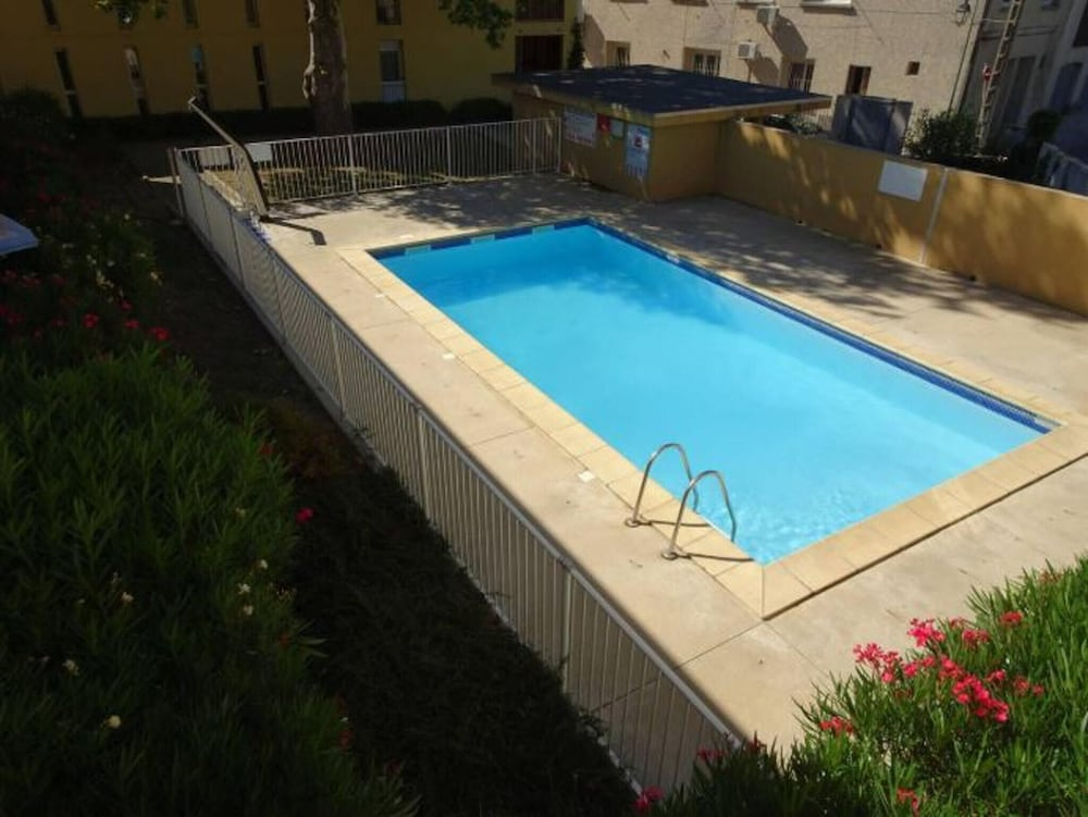 Apartment With 2 Bedrooms in Aigues-mortes, With Pool Access, Enclosed
