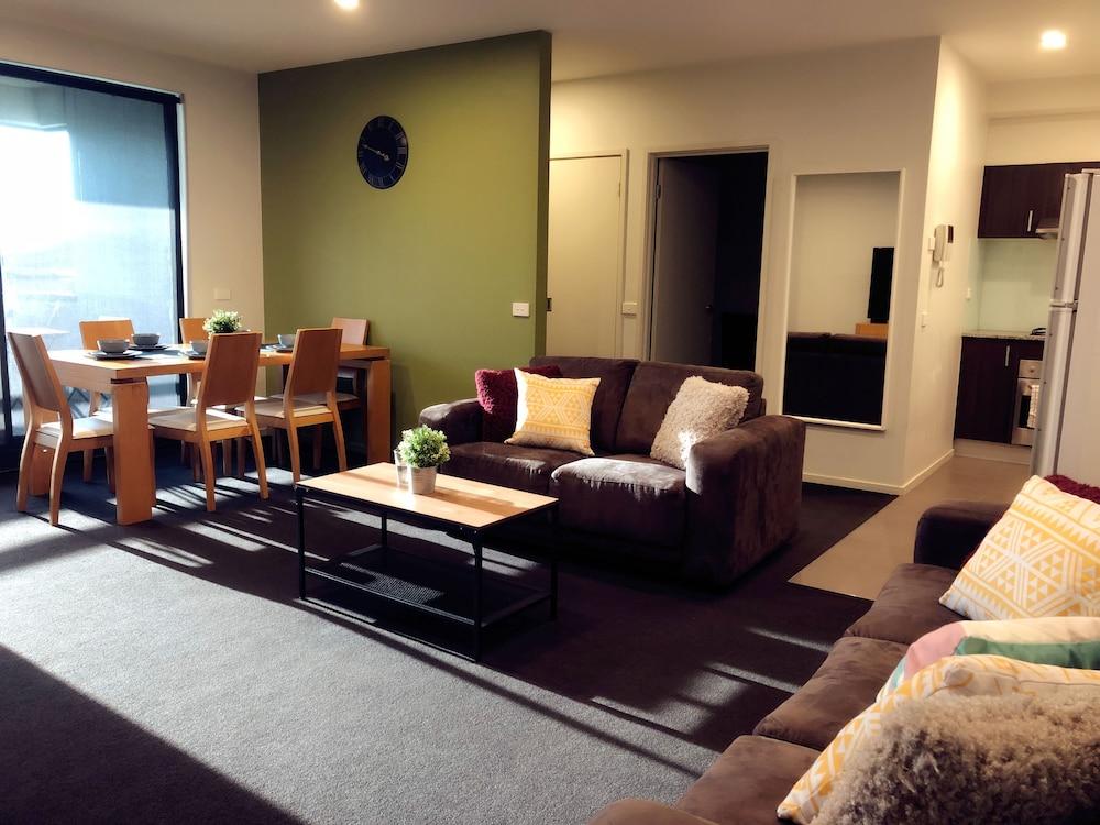 Port Melbourne Beach Front Apartment