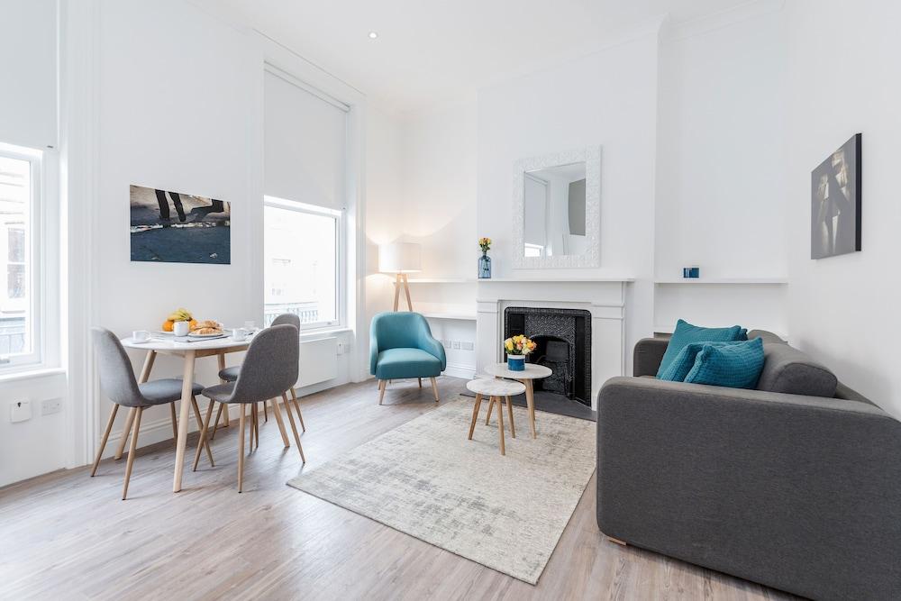 Soho Apartments by BaseToGo