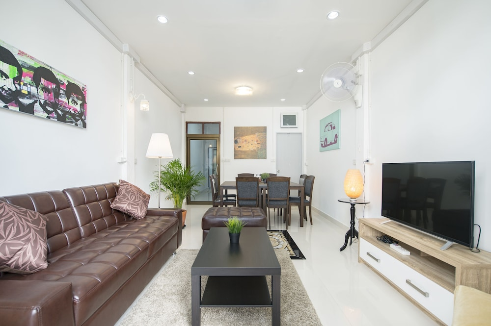 Cozy TownHouse HuaLampong