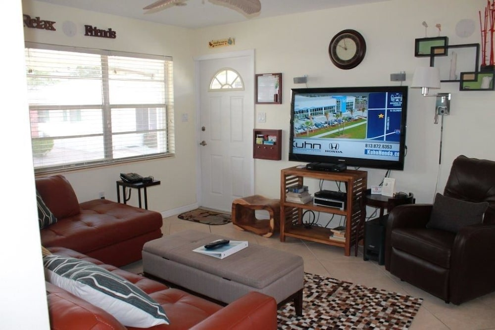 Aloha Kai - Unit 8-updated And Close To The Pool! 2 Bedroom Apts