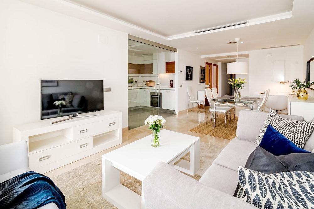 LAB-Modern 3 bedroom apart near beach