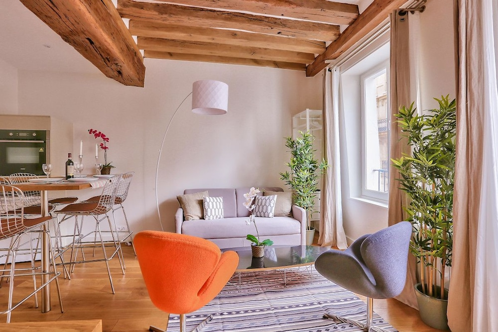 Elegant Flat at the Foot of Notre Dame