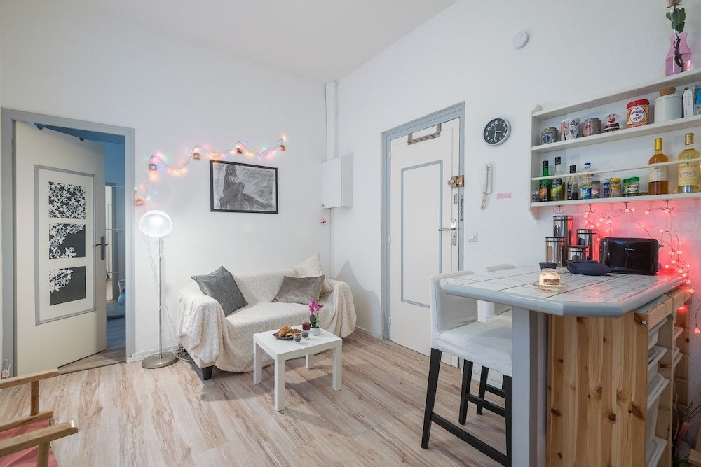 Charming Apartment on the Pedestrian Street of the