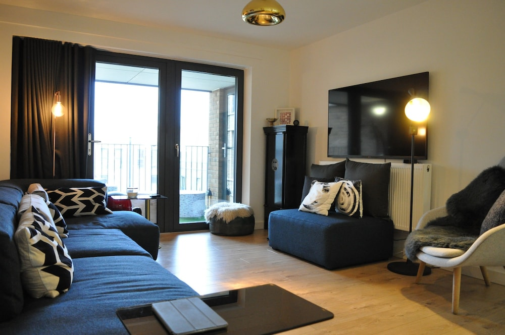 Modern 1 Bed Apartment In Oval