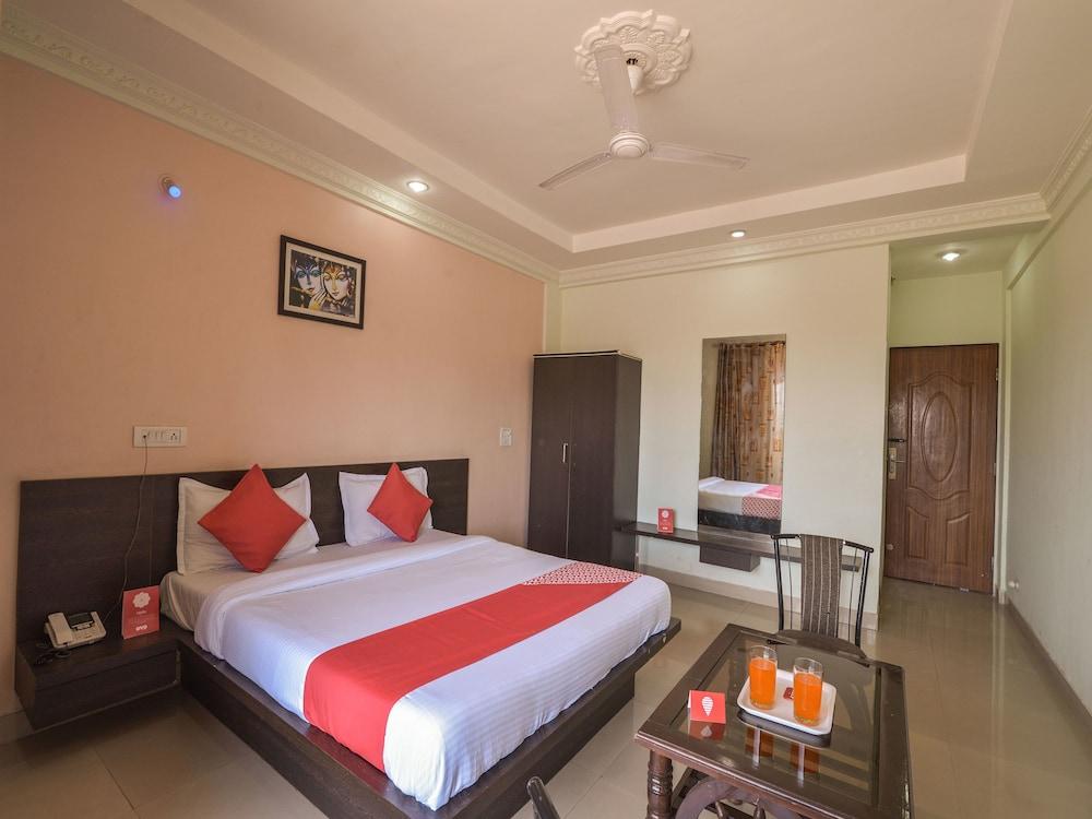 OYO 13151 Hotel Om Palace