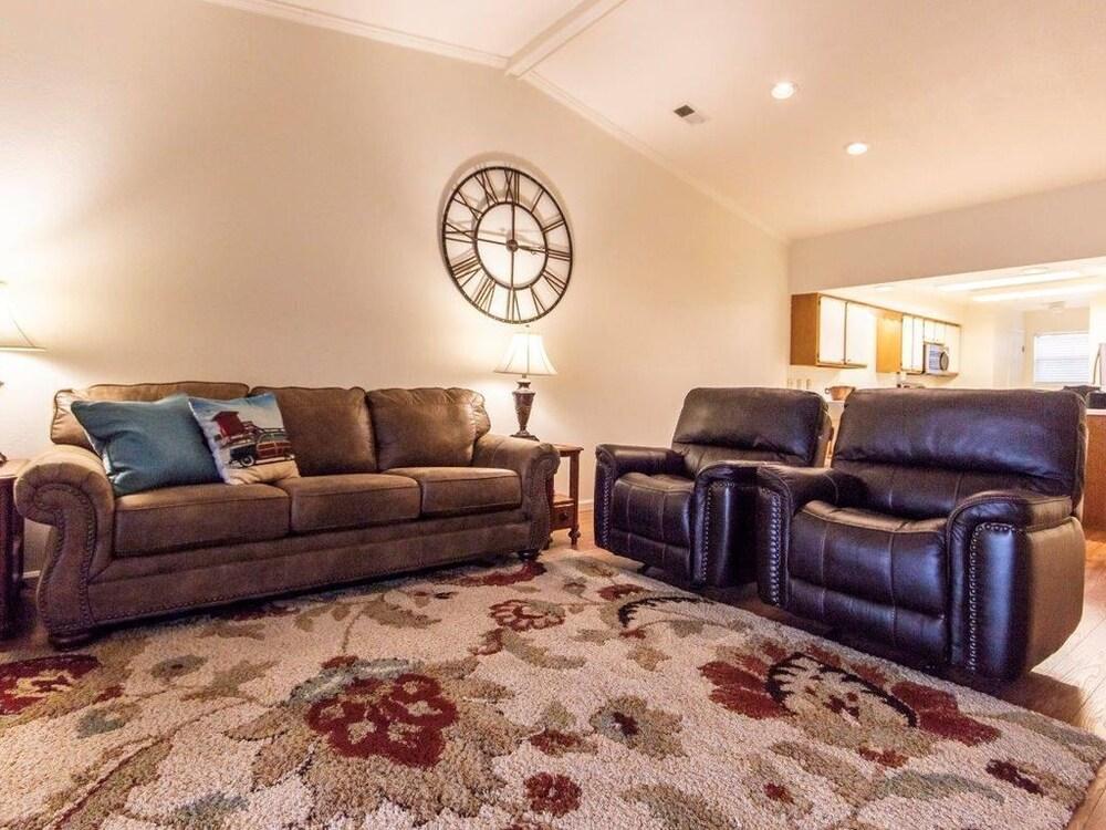 Foothills #703612 2 Bedroom Condo