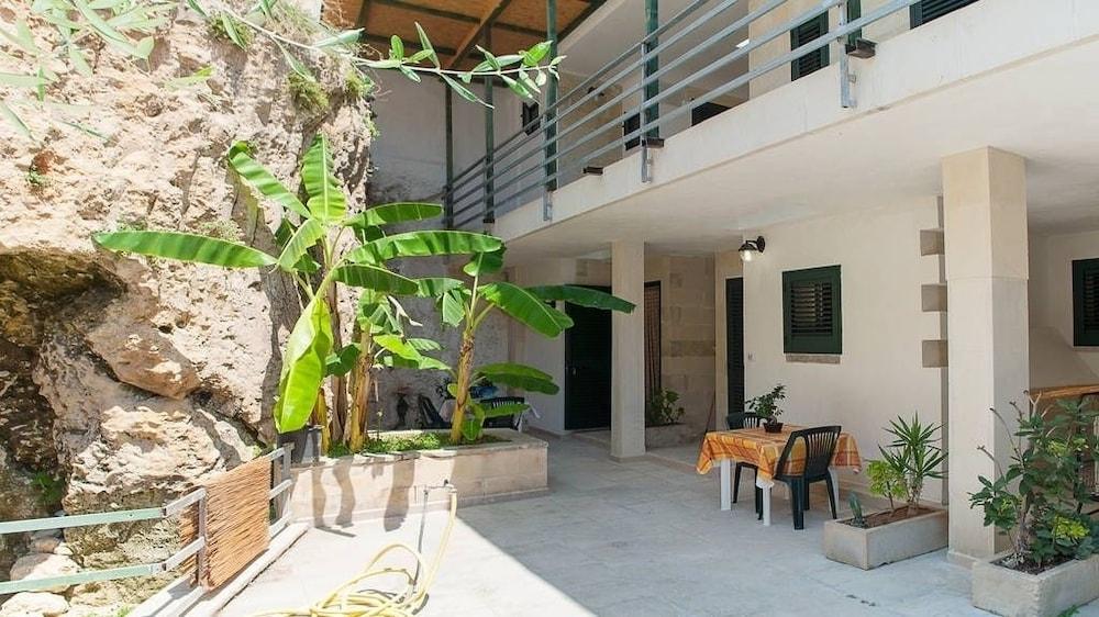 Residence Atenaion