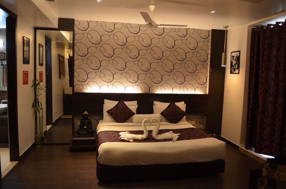 Woodapple Residency