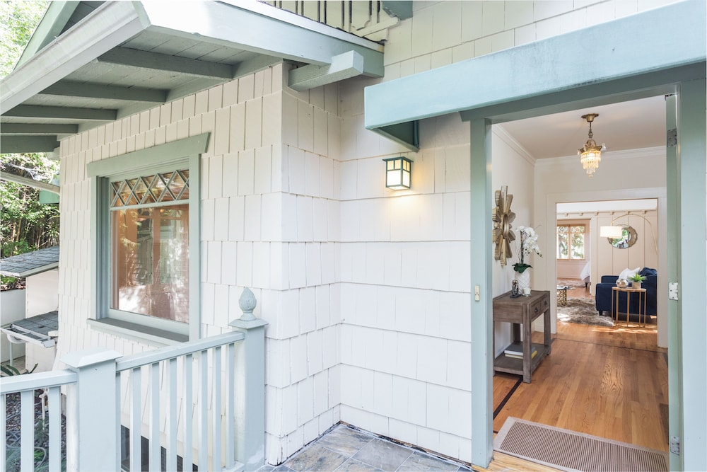Private Hollywood Heights Hideaway - Chic Bungalow 3 Bedrooms 2.5 Bath