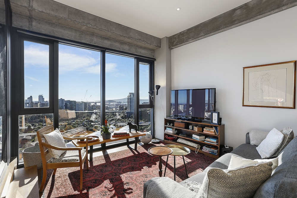 Modern Apartment With Amazing Views - by Urban Butler