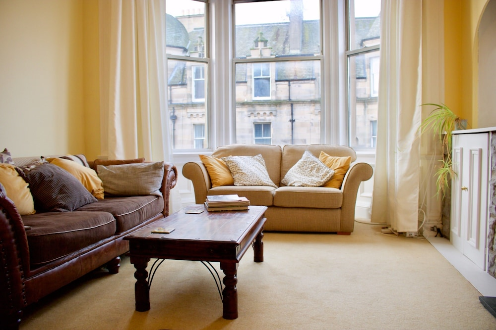 2 Bedroom Bruntsfield Apartment