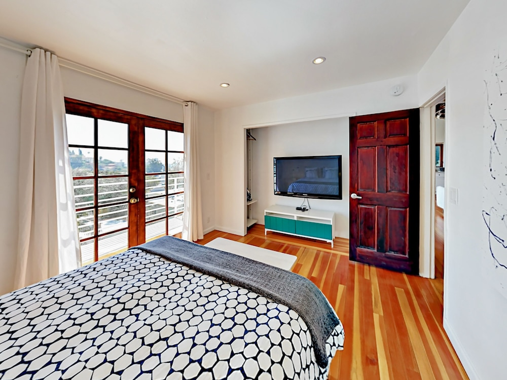 2060 Glencoe Way Duplex 5 Bedrooms 4 Bathrooms Duplex