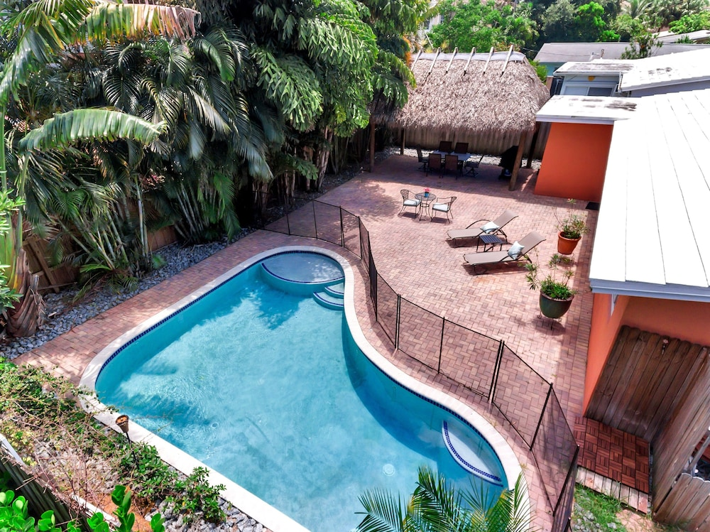 3br W/ Private Pool, Tiki Hut 3 Bedroom Home