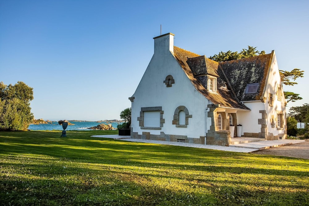 Villa With 4 Bedrooms in Roscoff, With Wonderful sea View, Enclosed Ga
