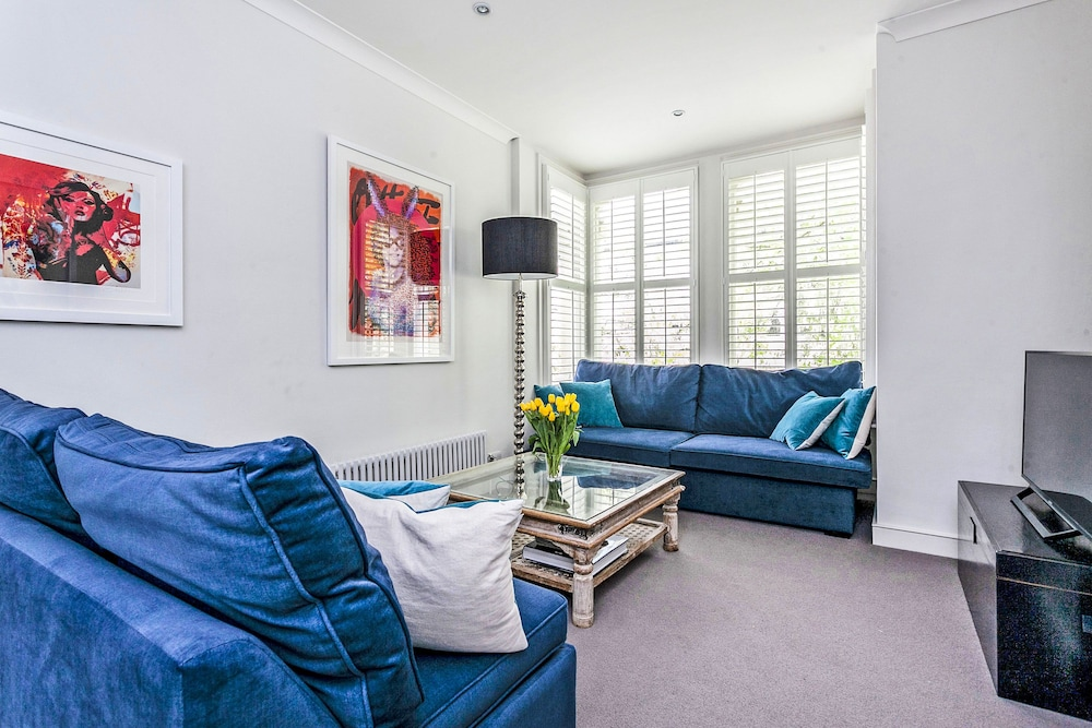 Elegant Shepherds Bush Home by Kensington Olympia