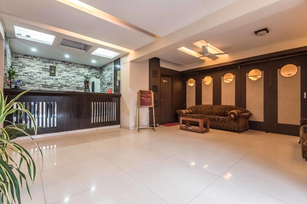 OYO 6833 Hotel Tanish Residency