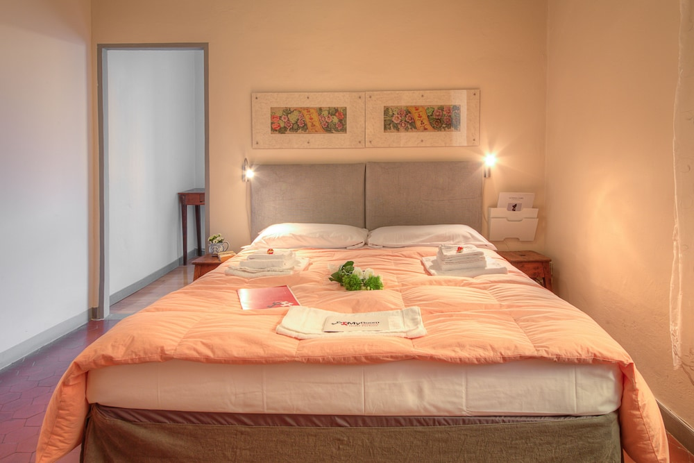 Groovy Myroom Old Town Arezzo Arezzo Inr 2529 Off 2841 Home Interior And Landscaping Oversignezvosmurscom