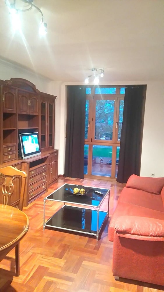 Apartment With one Bedroom in Gijón - 1 km From the Beach