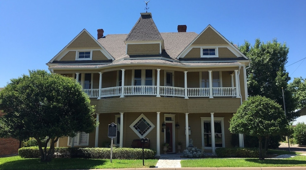 Captain's House On The Lake