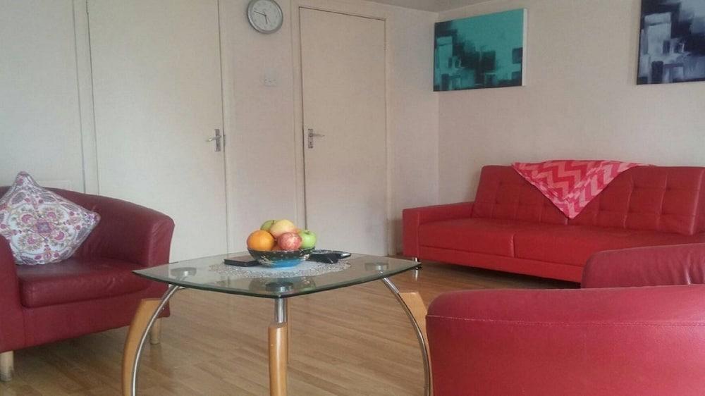 Clean & Modern 1 Bedroom Apartment