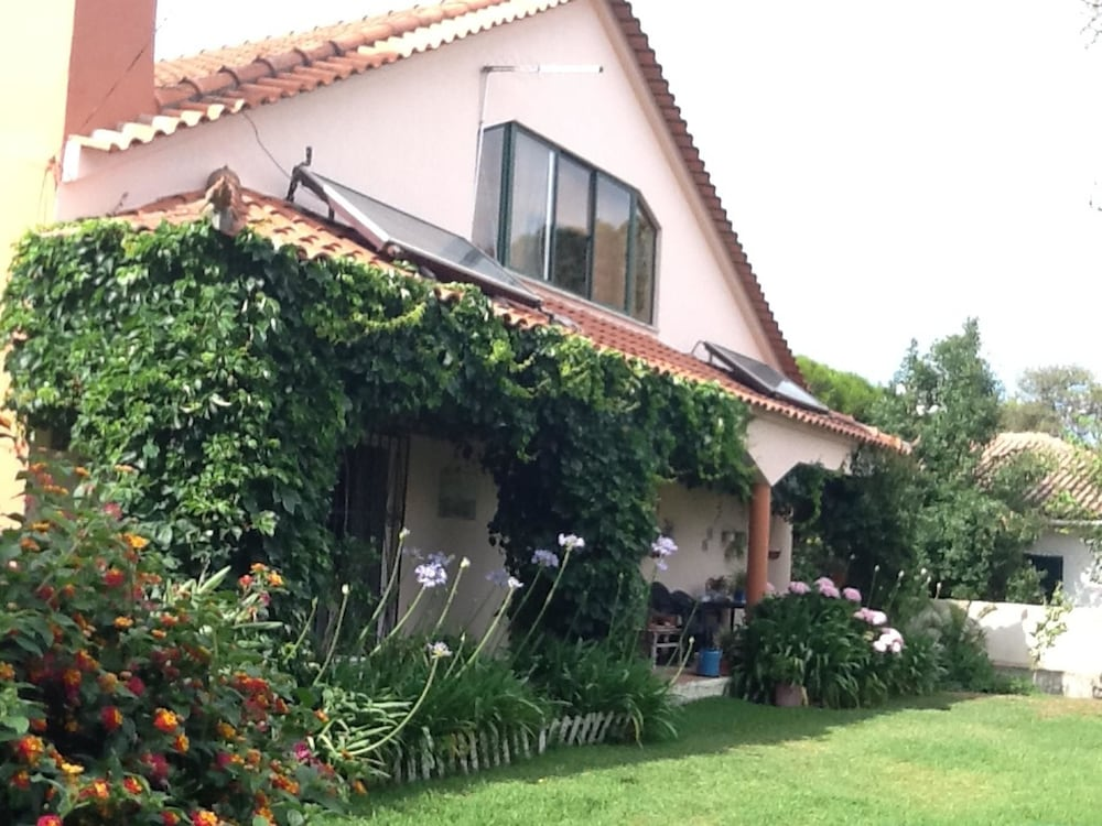 House With 3 Bedrooms in Alcabideche, With Furnished Garden and Wifi -