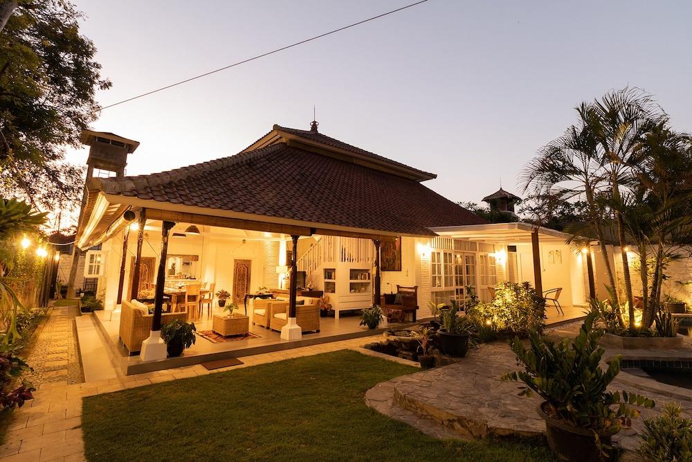 Villa Miracle Bali Price Address Reviews