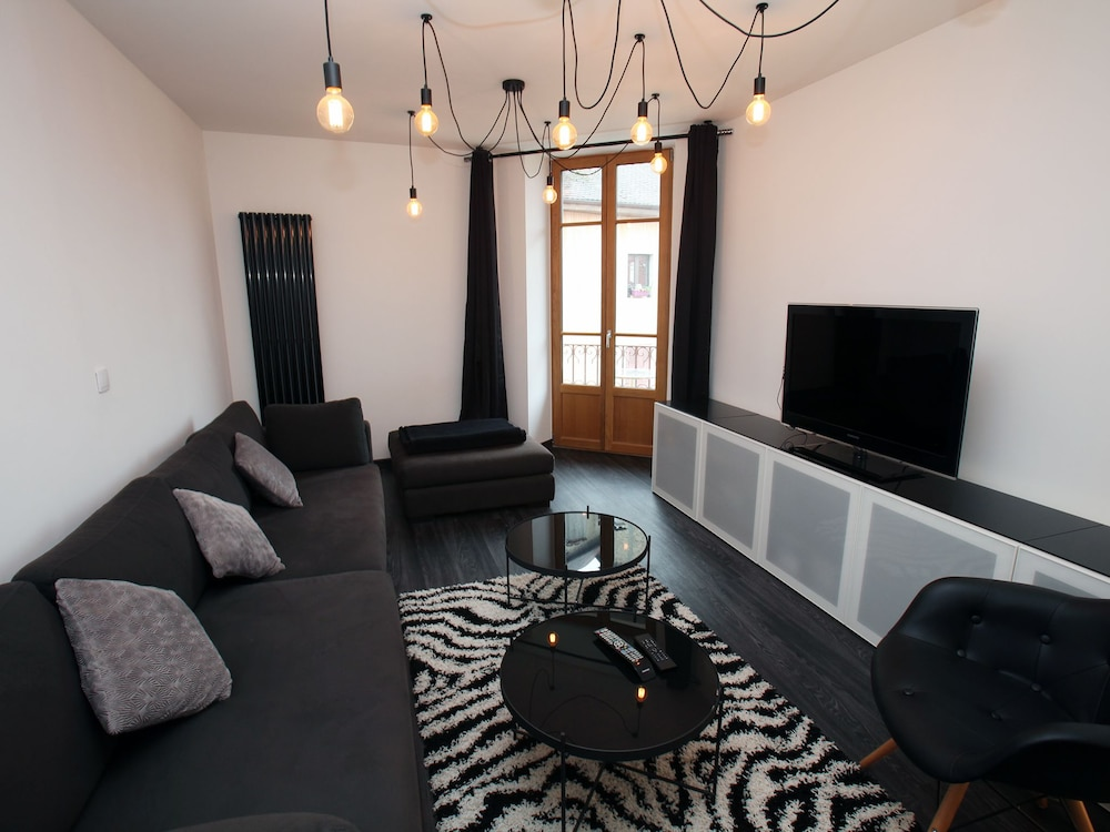 2 bd apartment with sauna- center Annecy