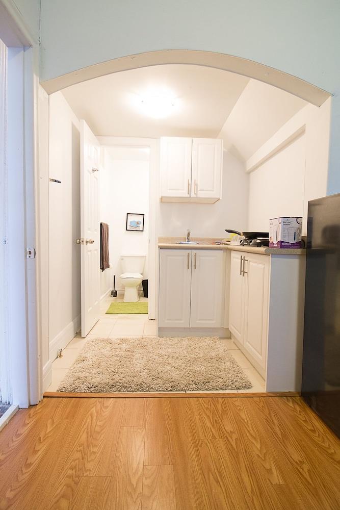 Studio Apartment near Kensington Market – Unit 3