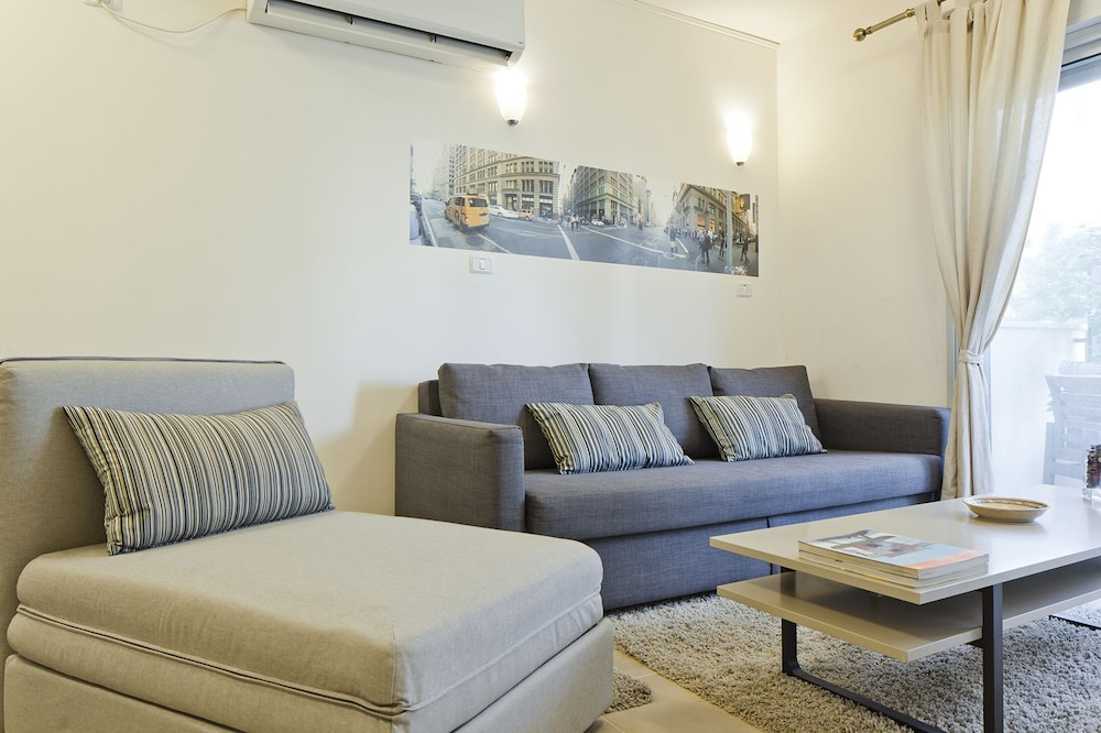 TLV Suites By The Sea - 2 Rooms