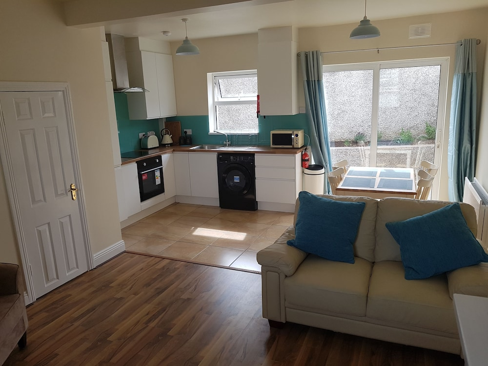3 Bed Newly Renovated Cork city Sleeps 5