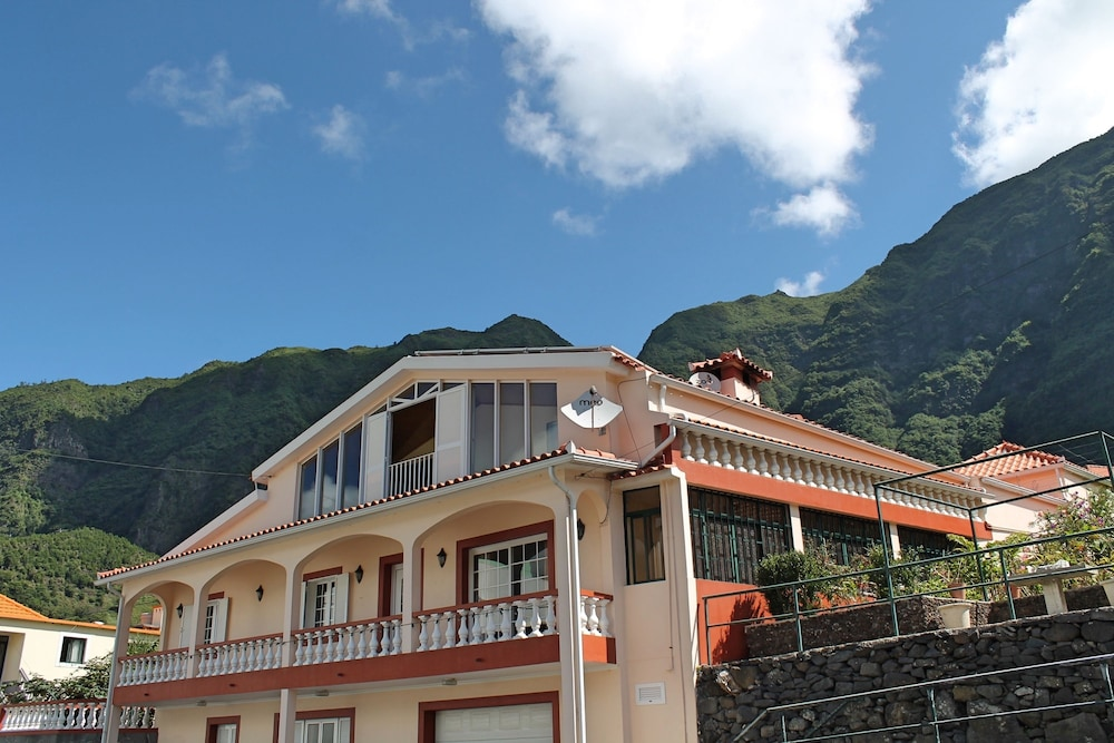 Dinis Country Apartment by Our Madeira