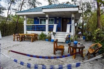aZul Zambales Beachfront House (874462976) photo