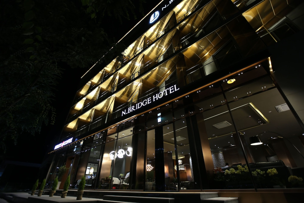 N Bridge Hotel