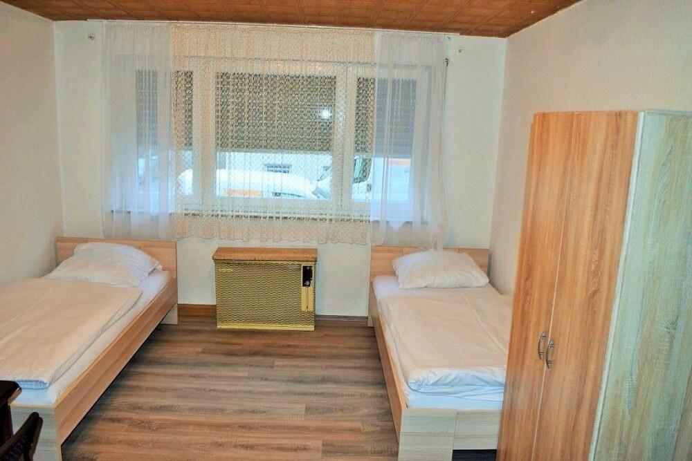 AB Apartment 42