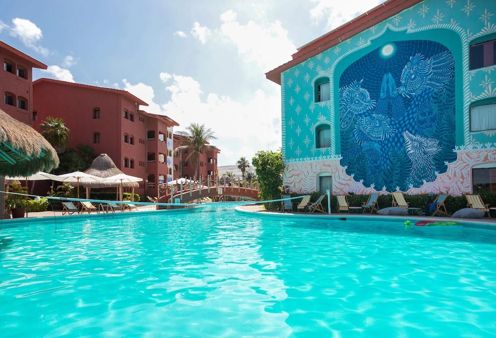 Selina Shared Cancun Hotel Zone