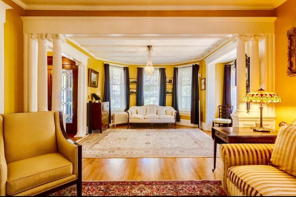 1000 Islands Bed and Breakfast – The Bulloch House