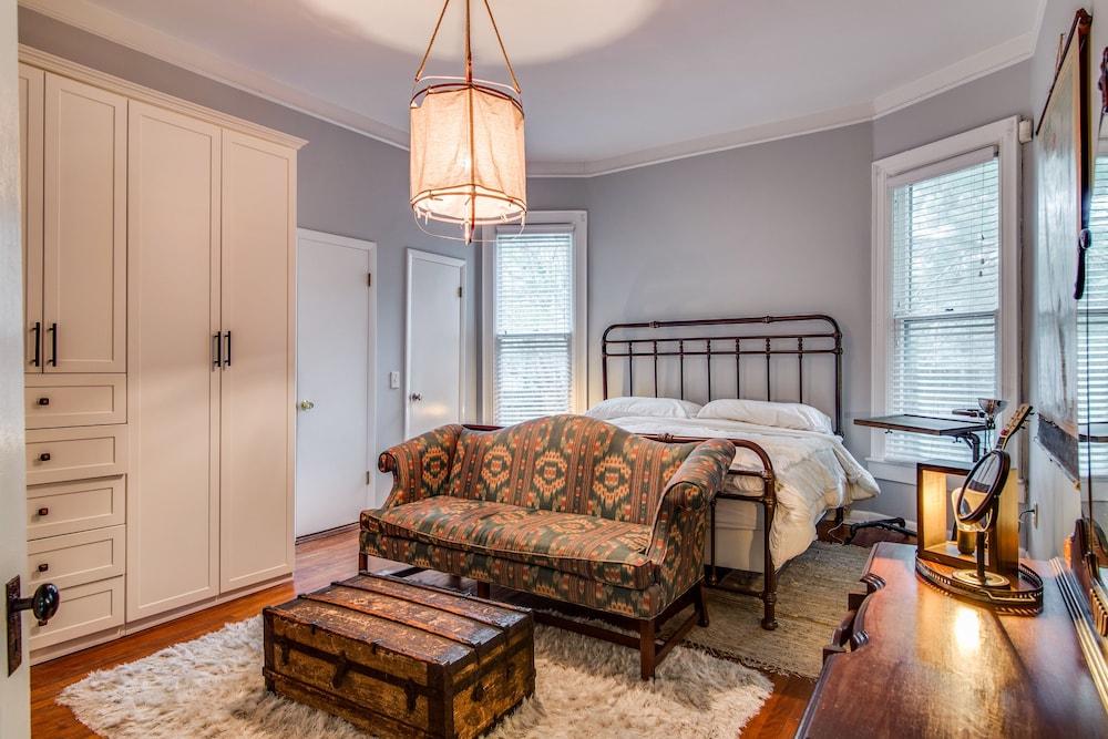 1415 Woodland Street Home 3 Bedrooms 2 Bathrooms Home