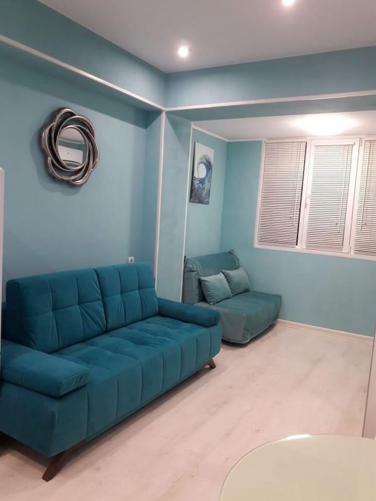 Apartment on Demokraticheskaya str 45-2