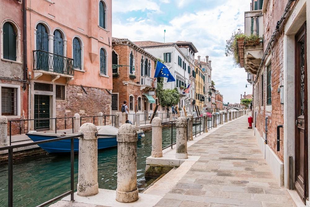Venezia Spirito Santo Canal View