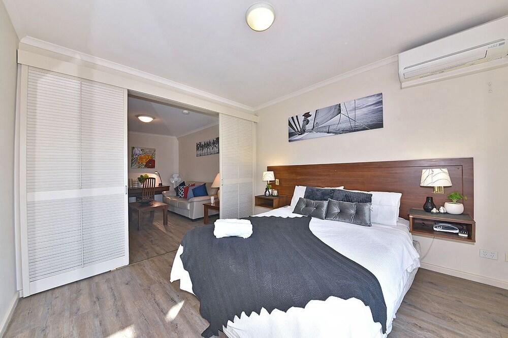 Inner Perth CBD 1X1 Apartment