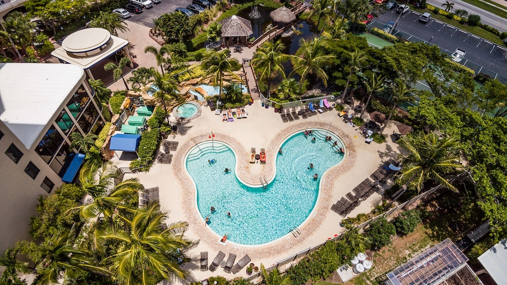 Pointe Estero 2br W Pool Beach