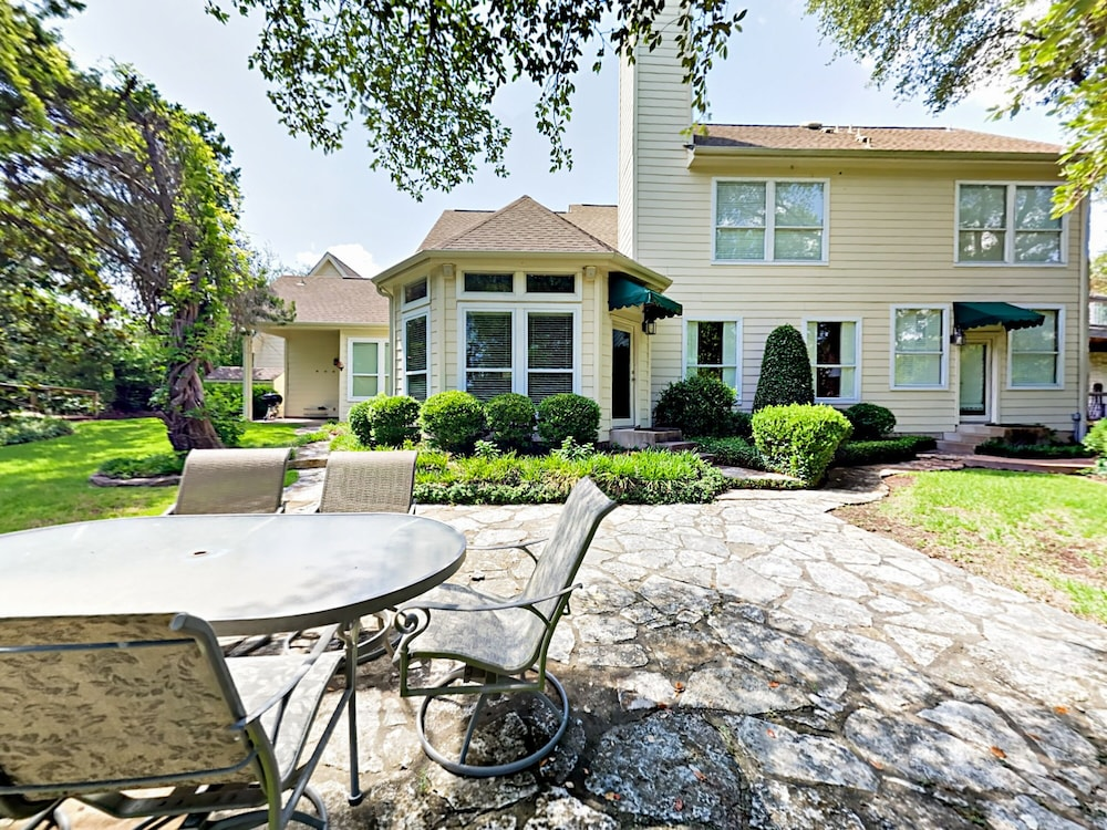 Luxe Lakefront 5br W/ Guest House 5 Bedroom Home