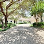 Luxe Lakefront 5br W/ Guest House 5 Bedroom Home photo 22/39